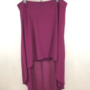 NWT Torrid Burgundy High-Low Hem Skirt Size 14.